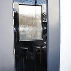 マットな黒いドアを艶々に。特殊塗料で蘇らせました!