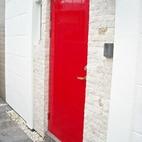 木製ドアをフェラーリレッドに塗装しちゃいました!